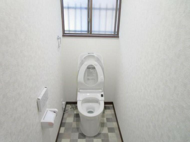 トイレ 【リフォーム済】トイレは新品に交換しました。壁・天井のクロス、床のクッションフロアを張り替えて、清潔感溢れる空間になりました。