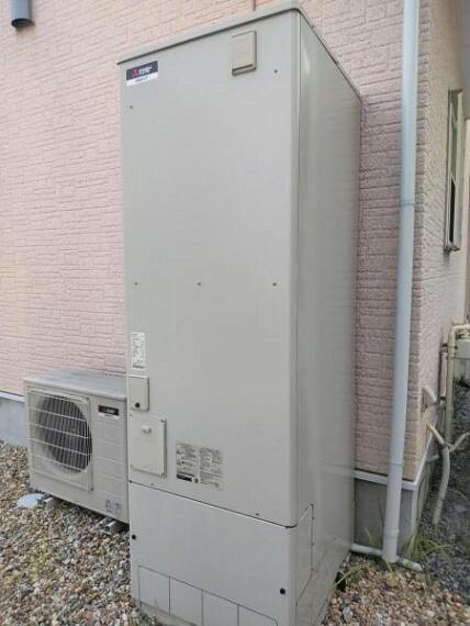 発電・温水設備 エコキュートは動作点検を行いました。お風呂は電気、キッチンは都市ガスのガスコンロを利用可能なお家ですが、追加工事でオール電化に切り替えることもできます。