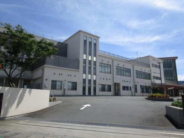 小学校 【周辺環境】松原なぎさ小学校まで500m(徒歩約7分)です。小学校が近いと登下校安心です。