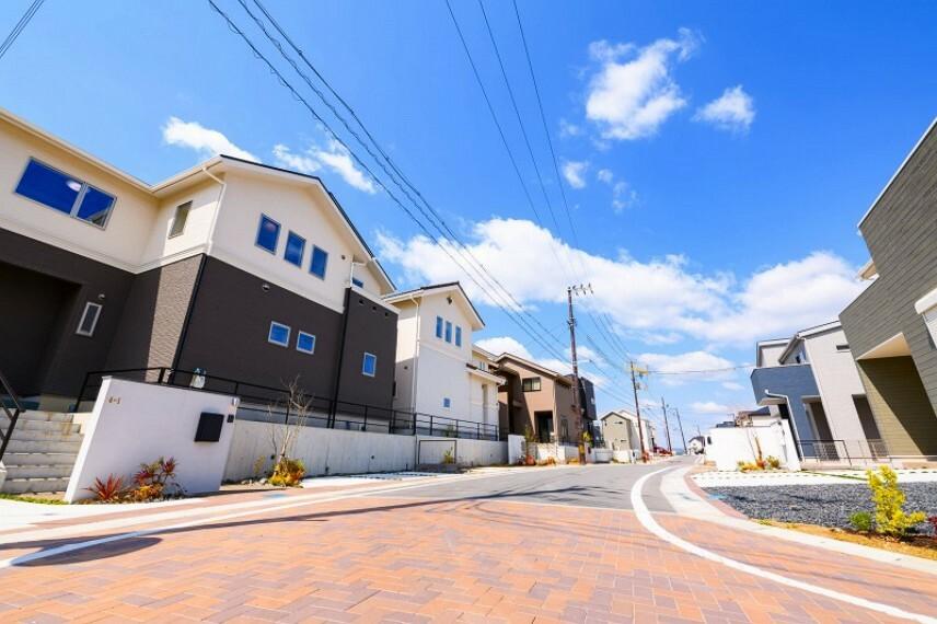 現況写真 【分譲地内】JR木津駅徒歩9分の高台に誕生する87区画のビックプロジェクト。