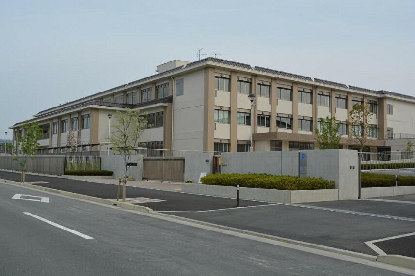 小学校 城山台小学校まで徒歩9分 ■平成26年(2014年)に開校した新しい学校です。