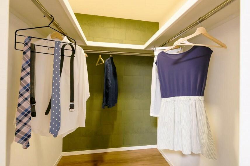 ウォークインクローゼット 【36号地 ウォークインクローゼット】衣類を季節ごとに分けて整理、収納ができます。衣替えの作業がスムーズです。