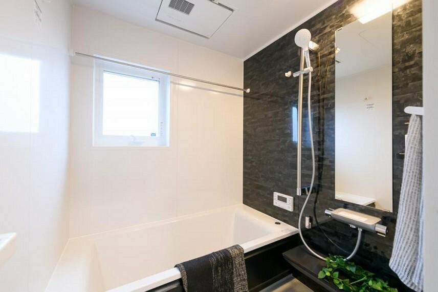 浴室 【浴室】TOTOサザナ HTシリーズSタイプ1616サイズ 使いやすさやお掃除のしやすさだけでなく、くつろぎにもこだわったシステムバスルーム