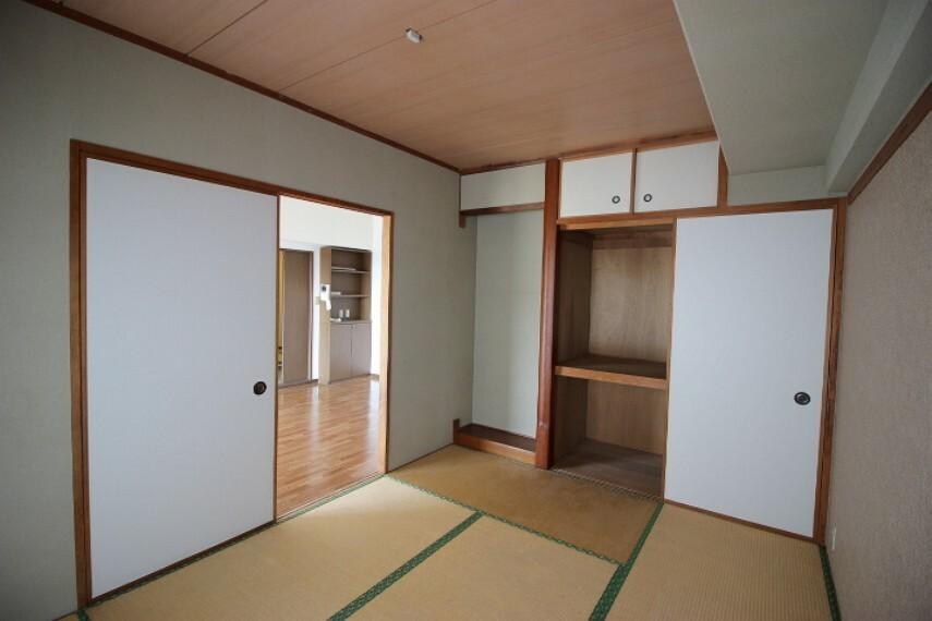 和室 リビングに隣接する6畳和室はキッズスペースや家事スペースとしても活躍する居室です。