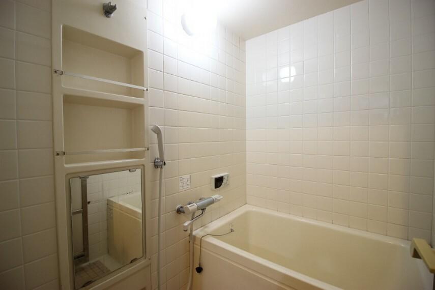 浴室 清潔感のあるお風呂です。