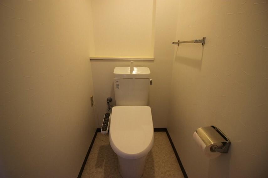 トイレ 圧迫感の少ないトイレです。