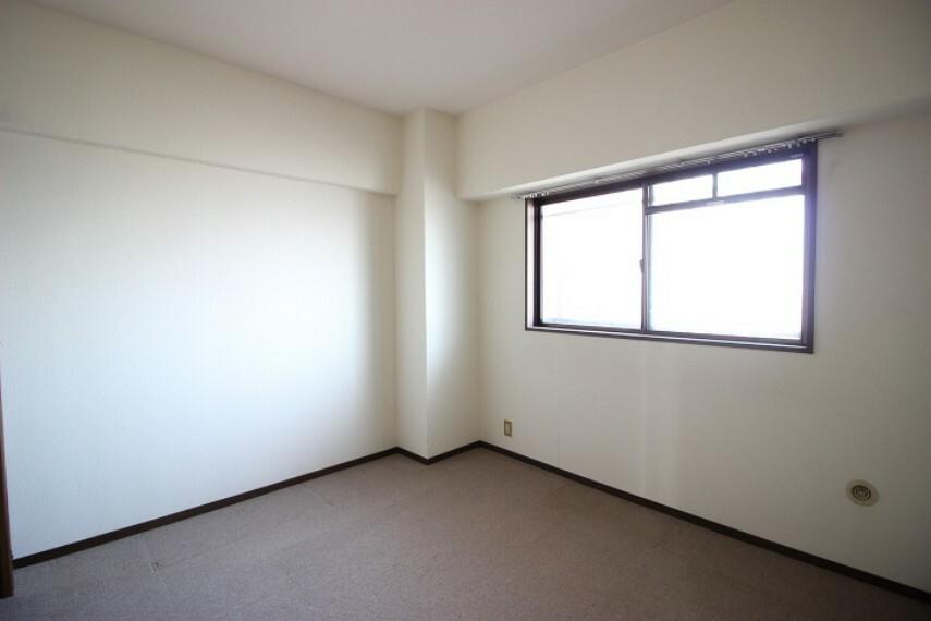 洋室 5.9帖洋室 北側に面した洋室です。子供部屋や書斎にも適していますね。