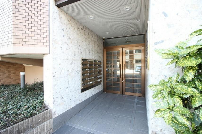 エントランスホール JR武豊線と名鉄河和線の2沿線利用可能!徒歩10分圏内で通勤通学に便利な立地。