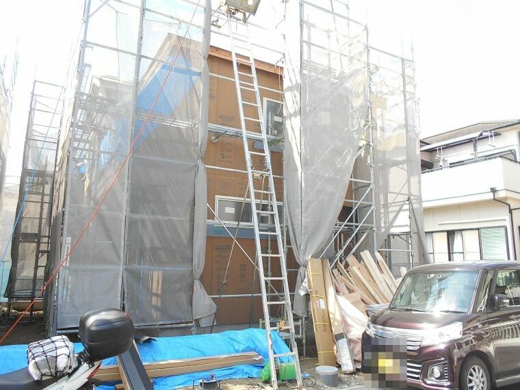 現況外観写真 現在建築工事中。大切な構造部分もしっかりご確認頂けます。モデルルームへのご案内も可能です。 (2021年4月撮影)