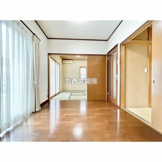 専用部・室内写真 南側に広くなったダイニングキッチンなので全体的に日差しが入り込みます。