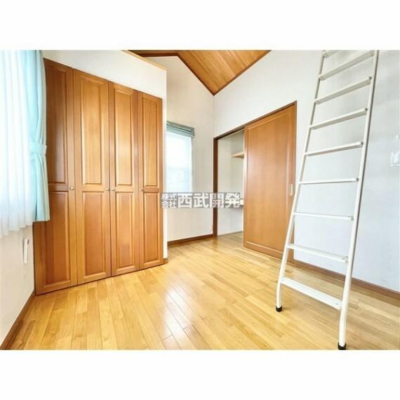 専用部・室内写真 ロフト付の居室です。天井が高く数字以上に広く感じられるようになります。