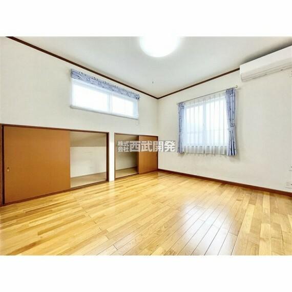 専用部・室内写真 下屋裏収納付きの洋室。収納が多いお家はスッキリ快適空間です。