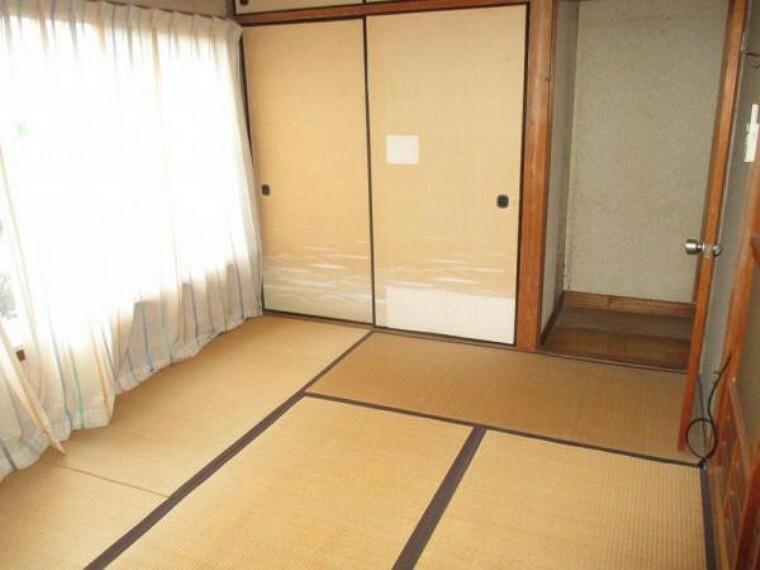 【リフォーム中】2階北側の6畳和室です。畳の表替え、襖、障子の張替えを行います。