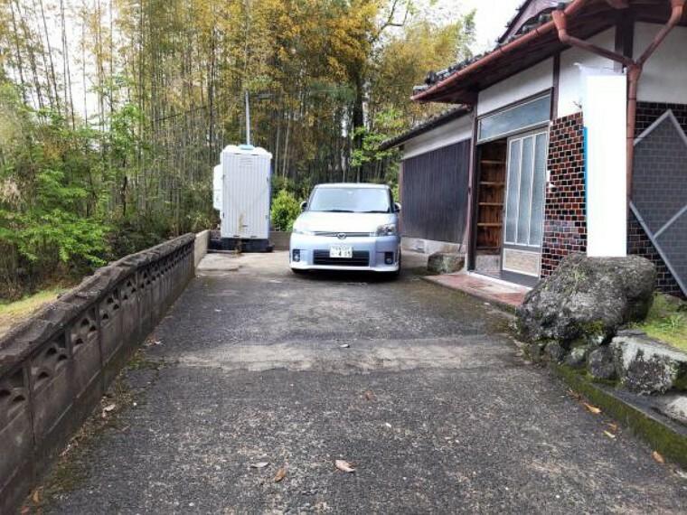 駐車場 【駐車場】下屋を解体し、駐車縦列2台、車庫1台、計3台の駐車スペースとなります。