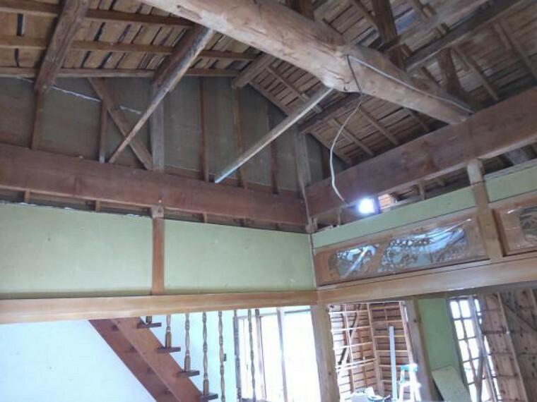 【リフォーム中】1階南側の広縁です。床、天井の張替えを行います。お天気の良い日はお布団等も干せて贅沢な空間ですね。