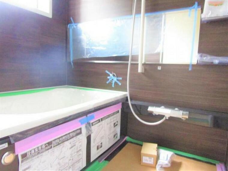 浴室 2/26撮影【リフォーム中・ユニットバス】ユニットバスはハウステック製0.75坪タイプのユニットバスに新品交換します。新しくきれいなお風呂で、一日の疲れを癒しサッパリできますね。