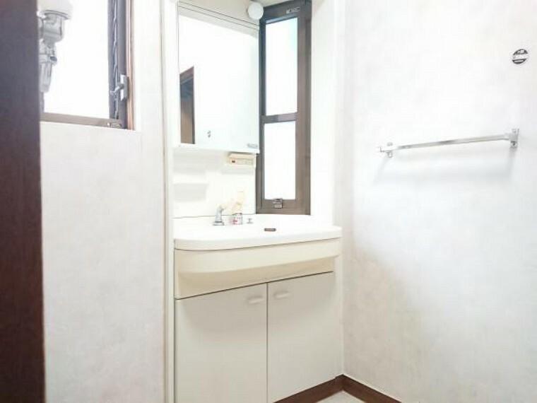 洗面化粧台 【リフォーム中】新品洗面化粧台に交換します。床は撥水背のあるクッションフロアを張り、壁はクロス張替えします。