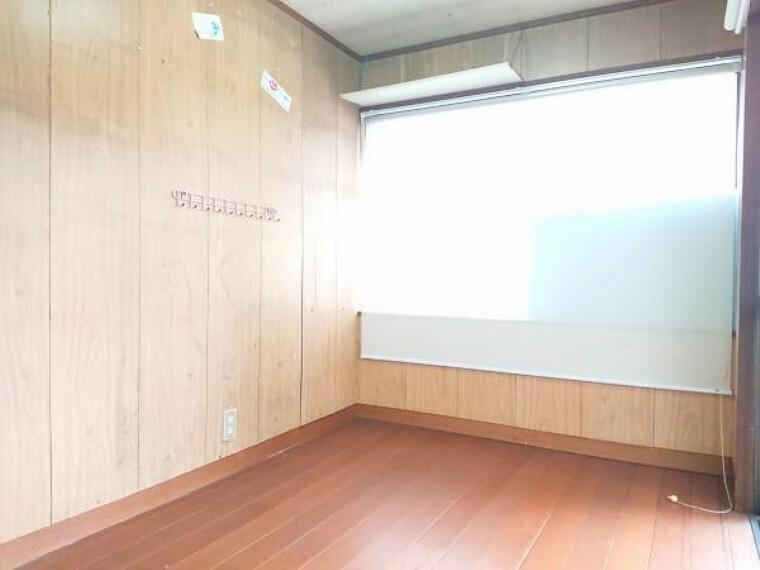 【リフォーム中】2階の6帖洋室です。床、壁ともにリフォームします。