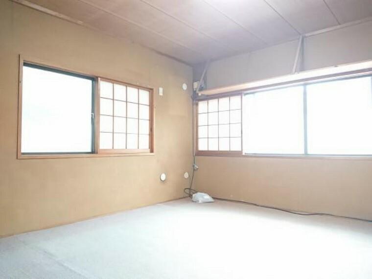 【リフォーム中】2階の8帖洋室は、和室から洋室に変更します。窓が二か所あり明るく風通しの良いお部屋です。
