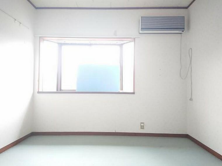 【リフォーム中】2階の7.5帖洋室です。床、壁ともにリフォームします。