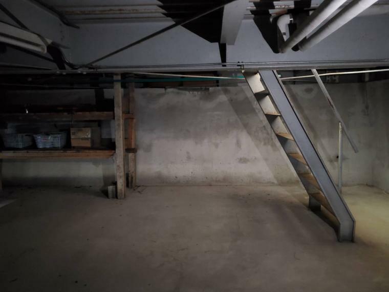 地下倉庫*階段