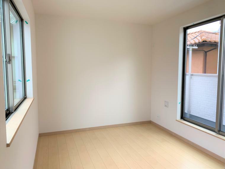 洋室 8帖の居室は、心地よく寛げるようゆったりとした広さを確保しています!