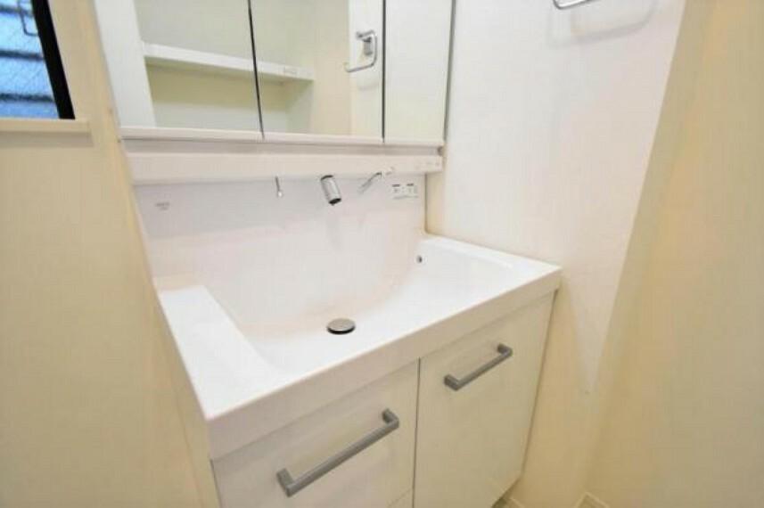 洗面化粧台 忙しい朝にうれしい独立洗面台
