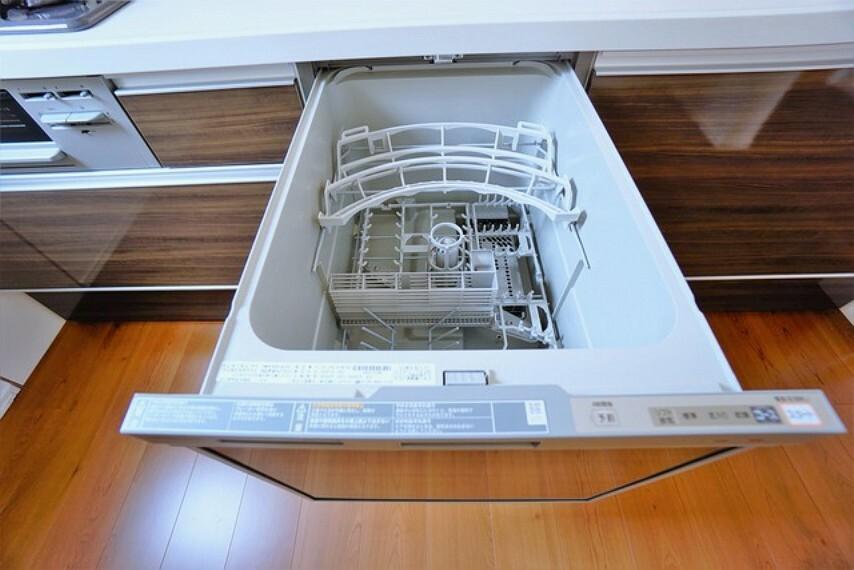キッチン 食器洗い乾燥機付なので、後片付けもらくらくです。家事の短縮になります^^