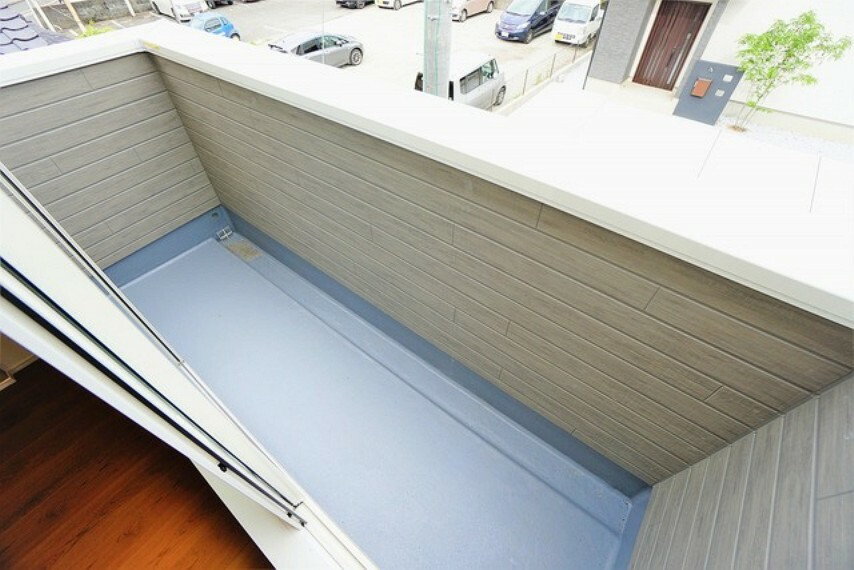 バルコニー お洗濯やお布団干しはもちろん、日光浴スペースにも足元は防水工事施工済です。