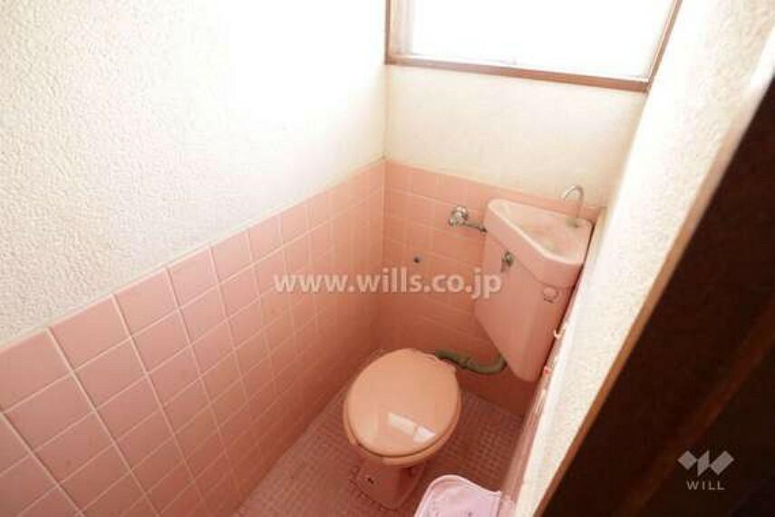 トイレ トイレ。窓がついているので換気が楽々です。