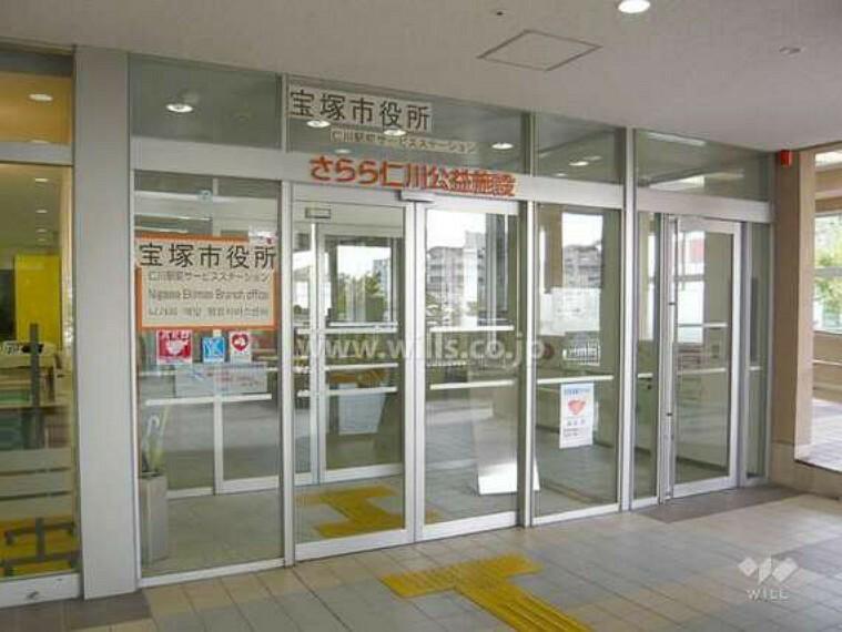 役所 仁川駅前サービスステーションの外観