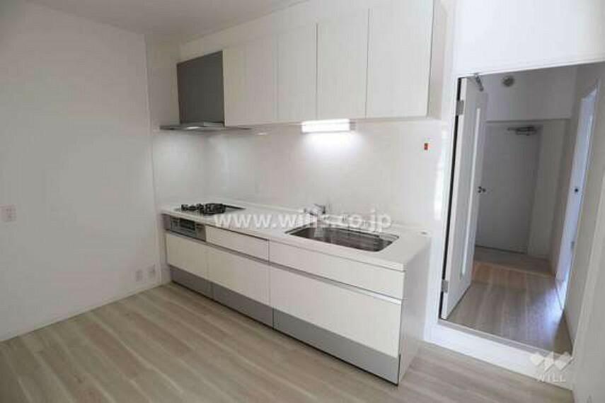 キッチン 壁付けキッチンなので、無駄なスペースが少ないです。[2021年2月5日撮影]