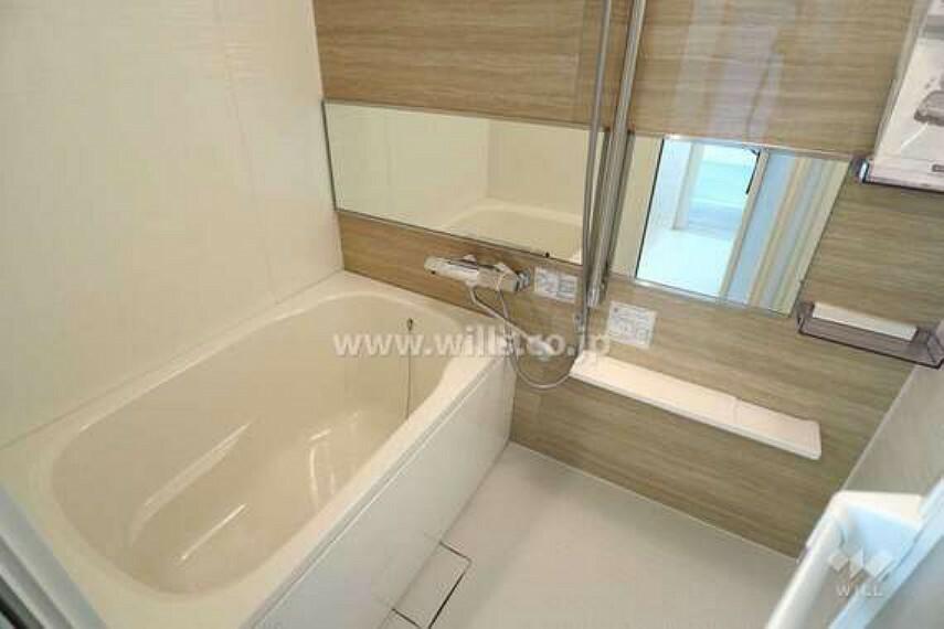 浴室 浴室。ワイドミラーの高級感のある仕様です。[2021年2月5日撮影]