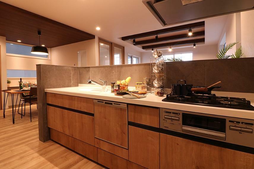 キッチン 施工例■リビングダイニングから手元が見えない様、高さを上げた対面キッチン。ぐるりとセメント板を貼り、LDKのアクセントに。