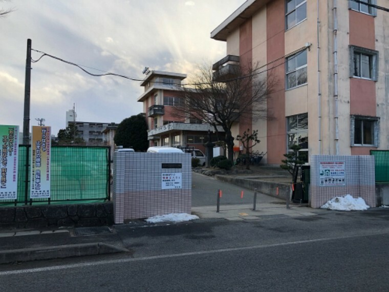 小学校 福島市立第三小学校まで約1550m(徒歩20分)です。  (2021年1月撮影)