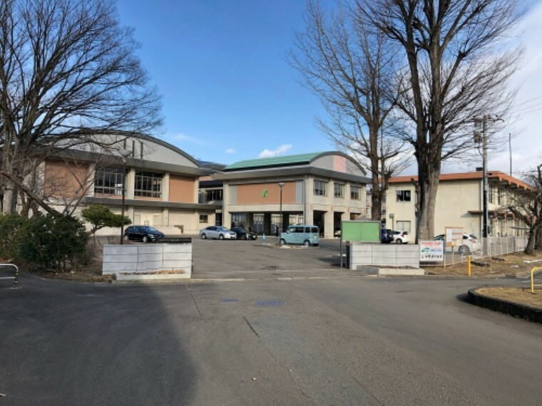 中学校 福島市立第三中学校まで約390m(徒歩5分)です。  (2021年1月撮影)