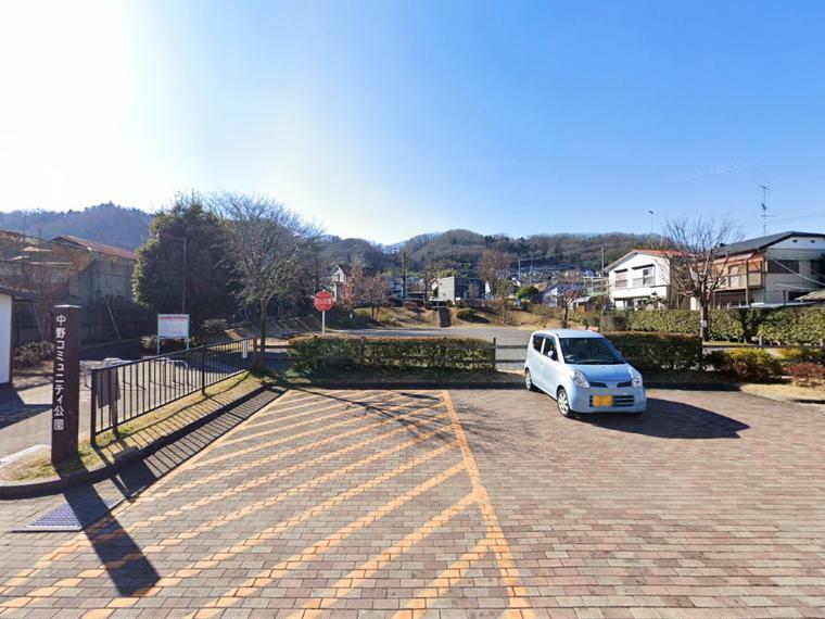 公園 【中野コミュニティ公園】 休日の遊び場に便利な公園。現地から徒歩2分の近さです。