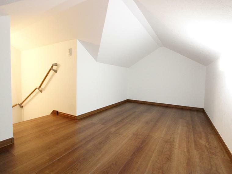 収納 グルニエは、収納スペースとしても趣味のスペースとても楽しめます。固定式階段のため、重い荷物も安心して運べます。