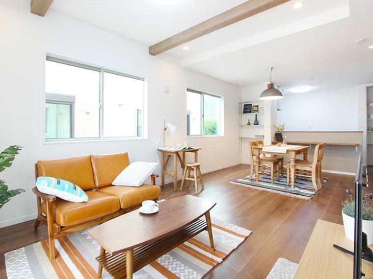 居間・リビング 大空間!19帖以上のLDK! ソファやダイニングテーブルを設置してもゆとりのある空間です。