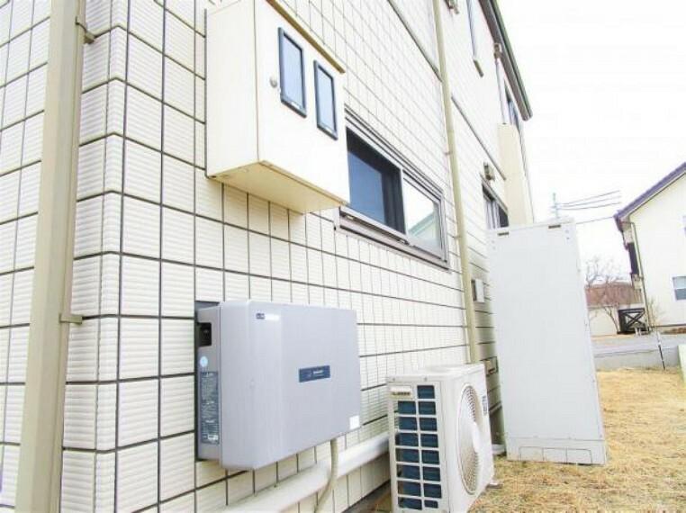 発電・温水設備 2/26撮影【建物裏手スペース】建物の裏手にはエコキュートや電気設備などが設置されています。現在主流の太陽光発電オール電化を支えるシステムが備わり、築9年の使用感でまだまだ現役活躍中です。