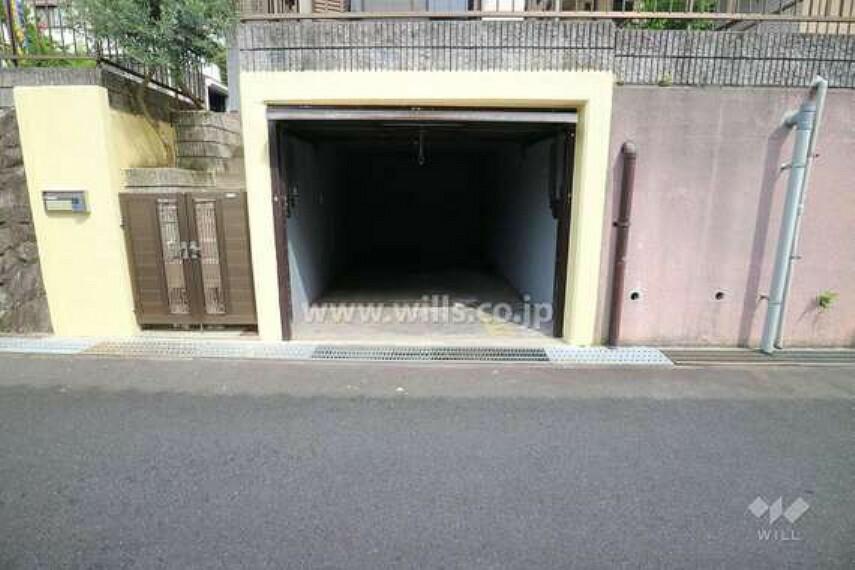 駐車場 掘り込み車庫[2020年6月27日撮影]