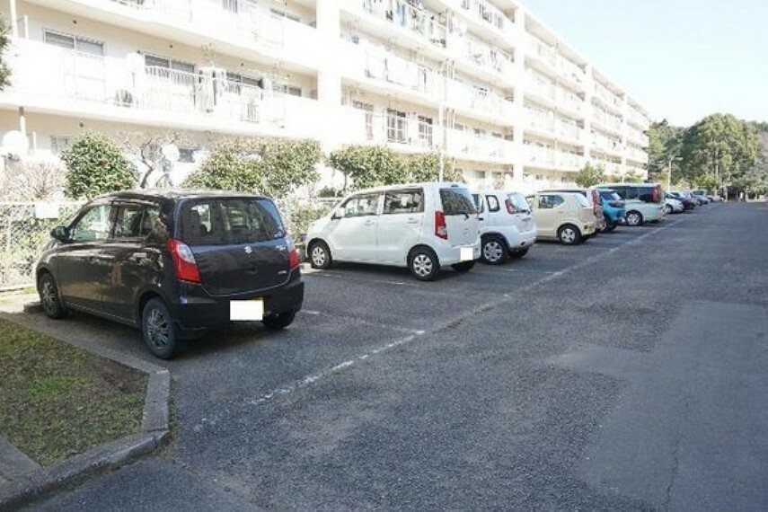 駐車場 敷地内の駐車場です。最新の空き状況はご確認ください。