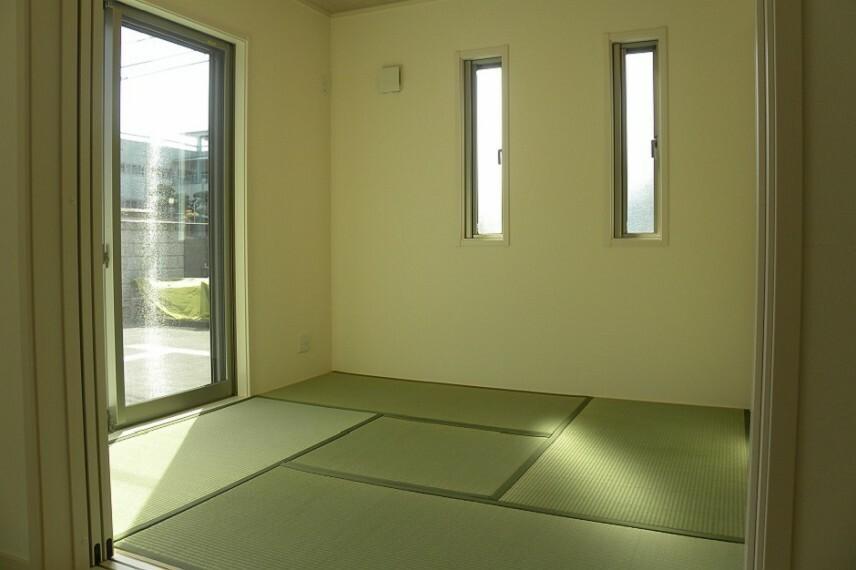 和室 4.5畳の和室です。 琉球畳を採用し、赤ちゃんのお昼寝やお子様のちょっとした遊び場、来客の際にも重宝します。