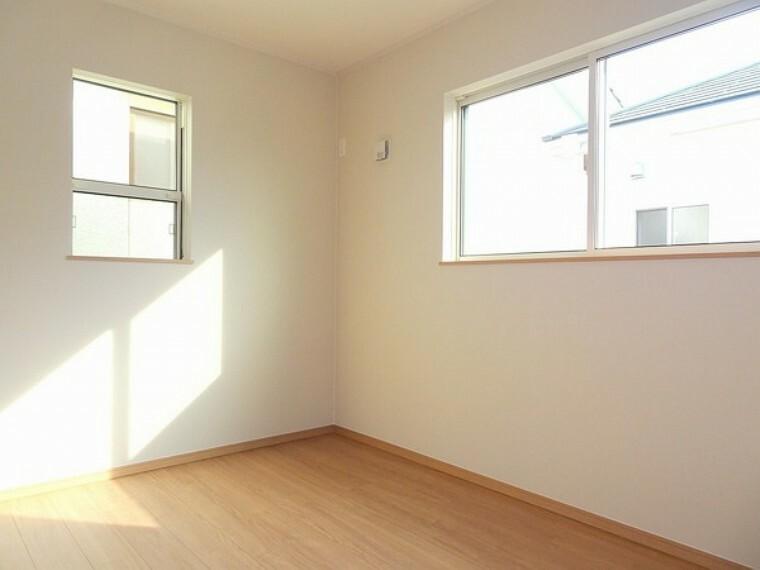 同仕様写真(内観) 1人1部屋を叶える4LDKのため、子供部屋もしっかり確保。自分だけの空間がうれしいですね