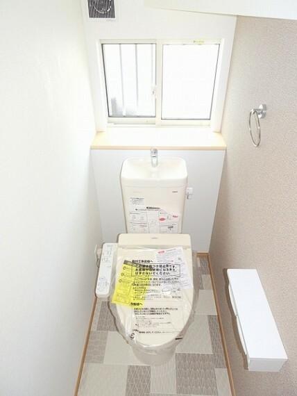 同仕様写真(内観) 便利な温水洗浄機能付きトイレできれいさっぱりですね。