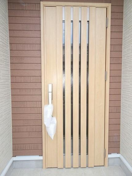 同仕様写真(内観) ダブルディンプルキーのついた玄関ドアは防犯対策もバッチリです。オウチの顔として存在感が違います。