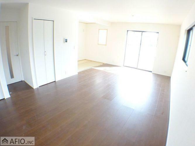居間・リビング 大きな窓が印象的なリビングは、いつも明るい空気にしてくれます。