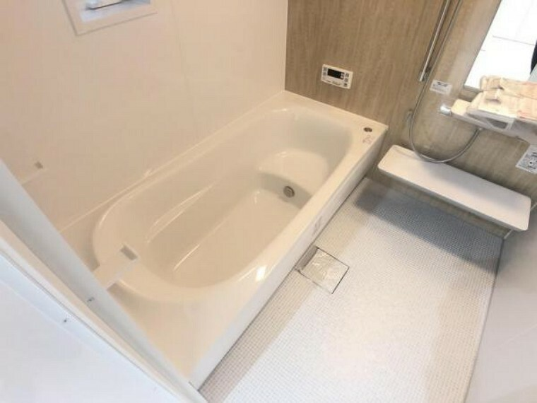 浴室 一日の疲れをいやす一坪タイプの浴室。足を延ばしてゆったりとバスタイムを楽しめます。