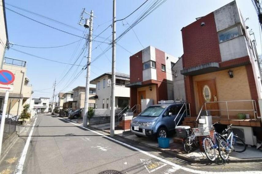 現況写真 前面道路の道幅は5mで、ゆったりとした街並みです。