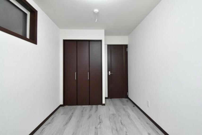 収納 南東側洋室6.0帖のクローゼットです。